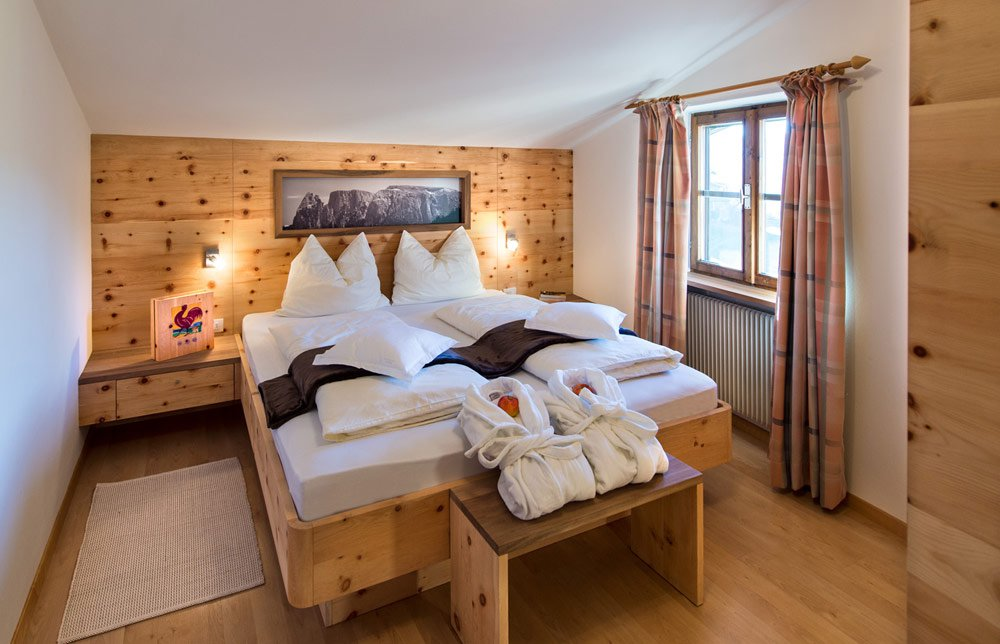 I nostri appartamenti vacanza con camere di pino cembro › florerhof.it